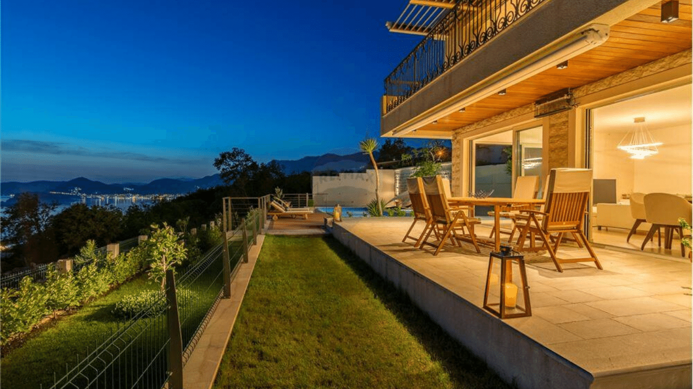 Terrace villa in Budva